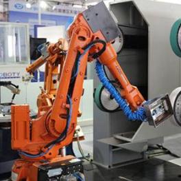 工业机器人推进生产线的智能化改造升级
